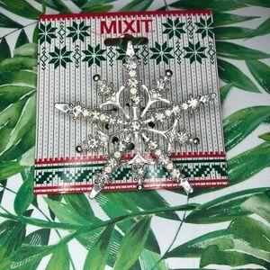 🦋 3/$15 MIXIT snowflake silver brooch